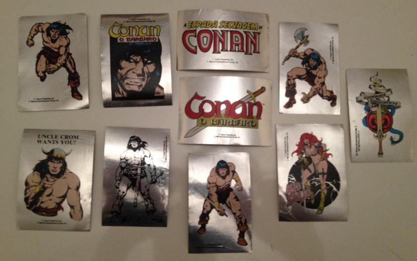 Adesivos cromados que vieram como brinde em várias edições de Conan